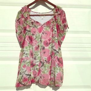 Ruffle Neckline Blouse With Pink Flowers Size18/20